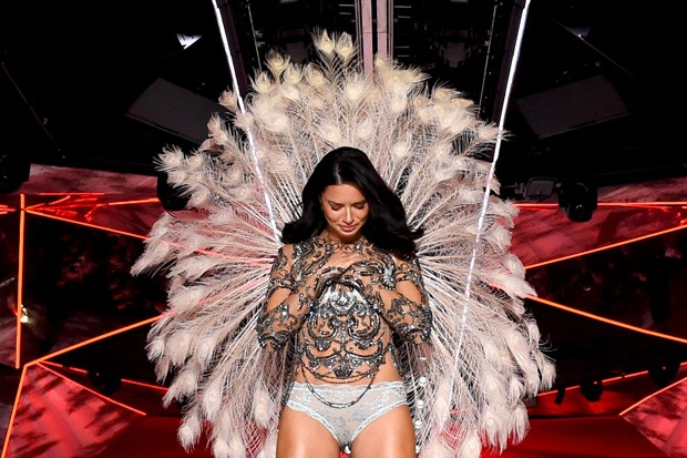 Adriana Lima se emociona após se despedir da Victorias Secret (Foto: Getty Images)