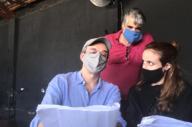 Dalton Vigh com o diretor Eduardo Tolentino e a atriz Camila Czerkes (Foto: Arquivo pessoal)