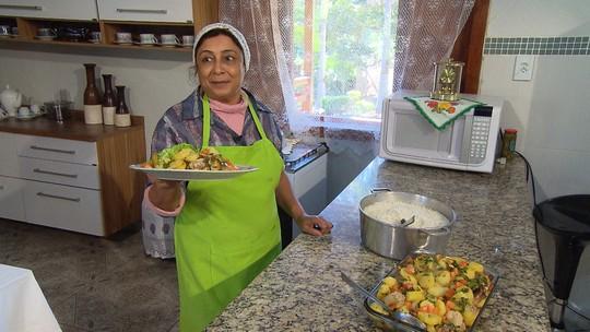 Moradora de Ouro Branco prepara receita saborosa com batatas