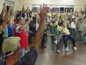 Servidores da Cagepa decidiram pela continuidade da greve, durante assembleia na Paraíba (Foto: Divulgação/Stiupb)