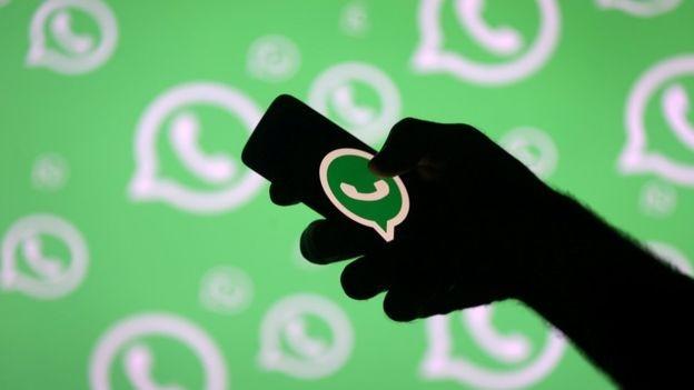 WhatsApp começou como ferramenta de mensagens interpessoais, mas aos poucos virou uma de comunicação em massa - mas ainda assim sigilosa (Foto: Reuters/BBC)