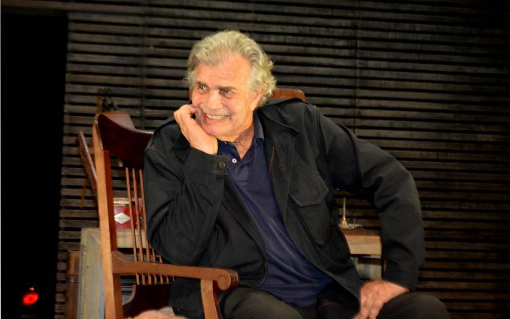 """Tarcísio Meira retorna aos palcos após 20 anos com a peça """"O Camareiro"""" — Foto: Júlia Groppo"""