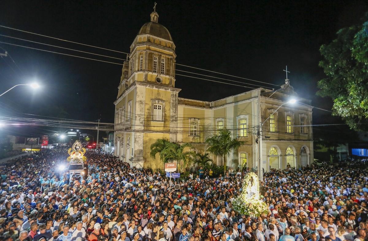 Fiéis caminham por cinco horas durante a 254ª Romaria da Penha, em João Pessoa