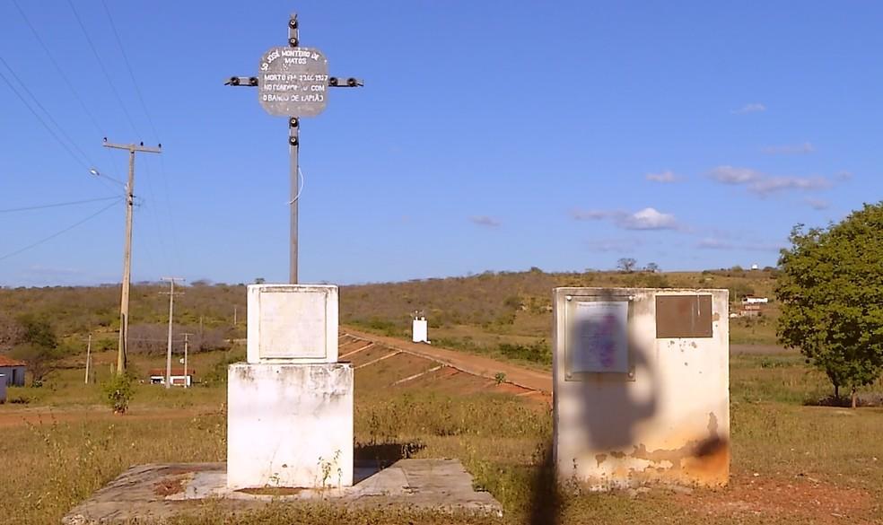 O monumento atual fica próximo a capela onde é celebrada a tradicional missa do soldado (Foto: Reprodução/Inter TV Cabugi)