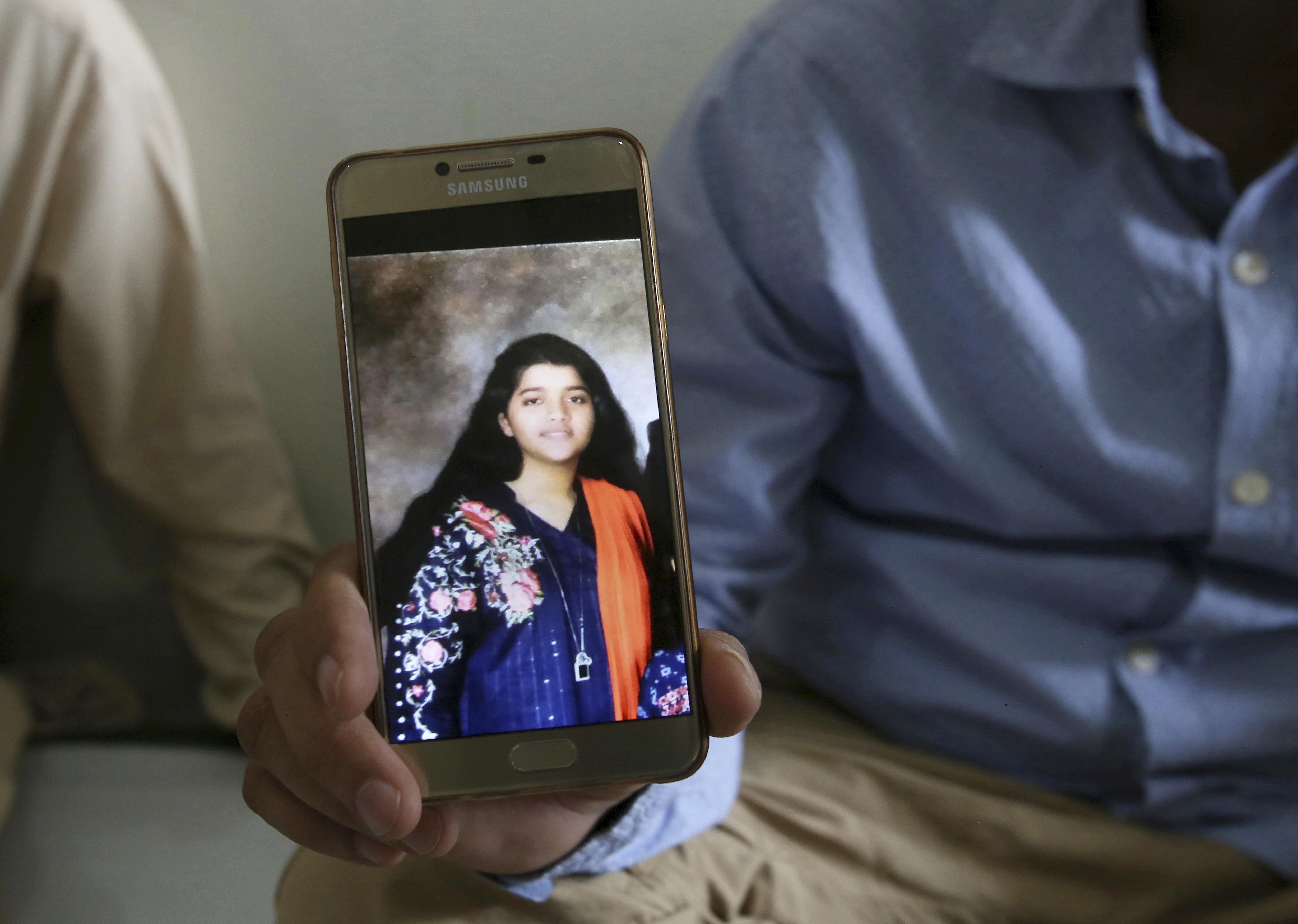 Estudante paquistanesa e professora estão entre vítimas de atirador no Texas