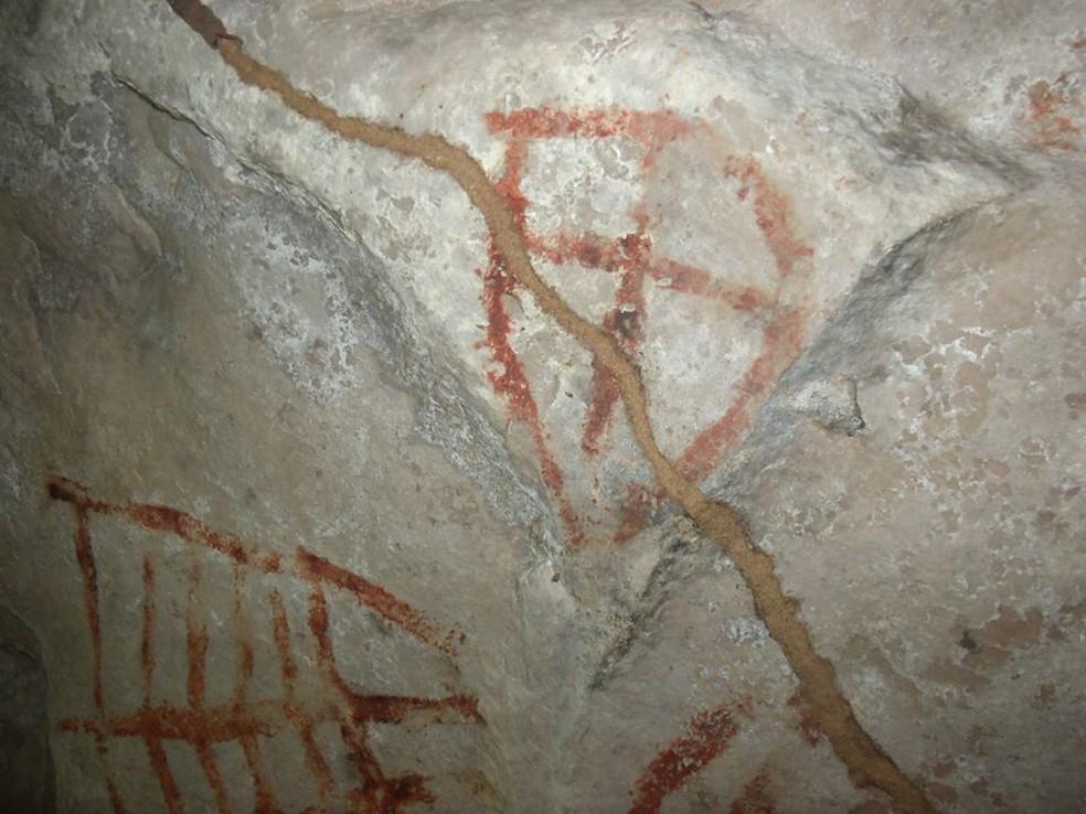 Cinco cavernas com gravuras rupestres foram localizadas (Foto: Saulo Augusto de Moraes/ Arquivo pessoal)