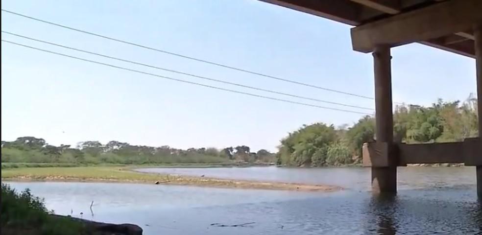 Nível do Rio Vermelho está baixo — Foto: Reprodução/TVCA