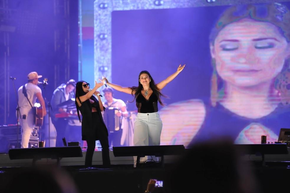 Simone e Simaria dividem o Bloco Eh Loco com Gabriel Diniz, no sábado (22) de Fortal. (Foto: Júlio Cesar Costa / G1)
