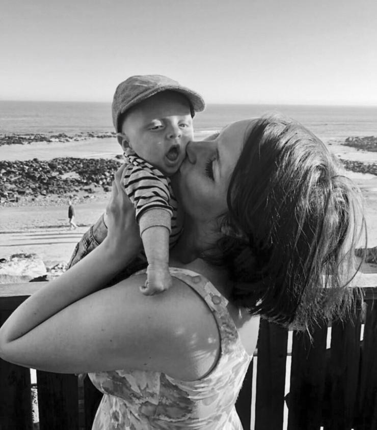 Laura com o filho, hoje com 6 meses (Foto: Arquivo Pessoal)