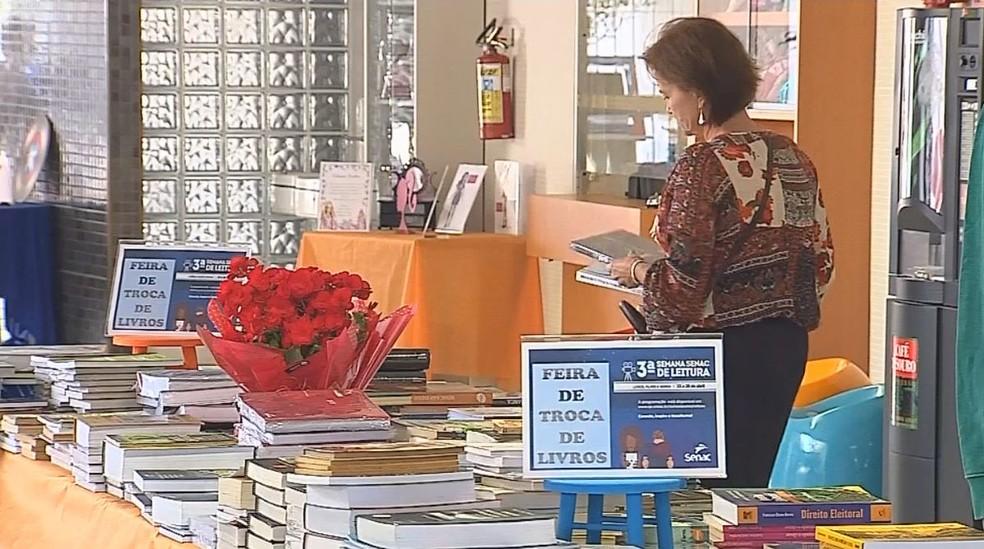 Feira de troca de livros estará presente em todas as unidades até sábado na Semana Senac de Literatura  (Foto: TV TEM/Reprodução)