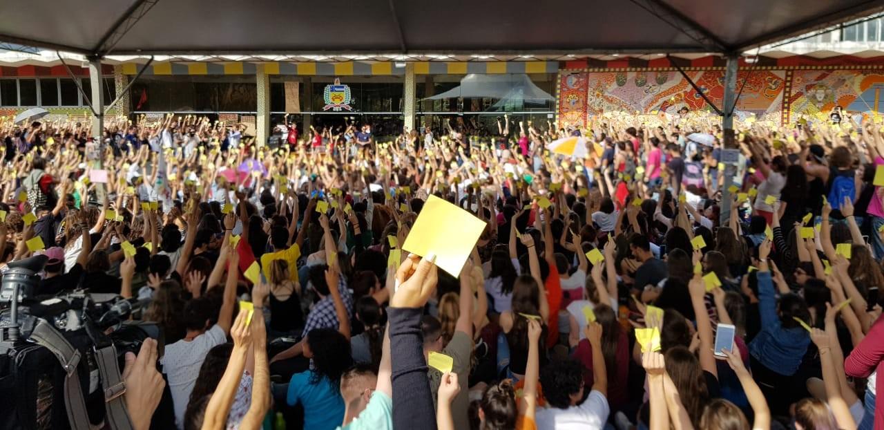 Calendário acadêmico UFSC: cursos que tiveram greve estudantil podem ter aulas em fevereiro - Notícias - Plantão Diário