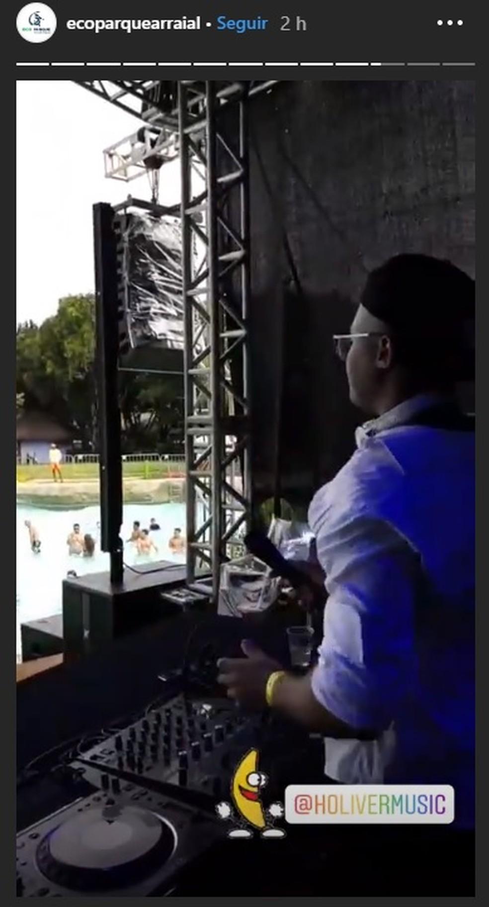 DJ Holiver, contratado para abrir a festa, estendeu apresentação após cancelamento do show de Kevinho — Foto: Reprodução/ Instagram