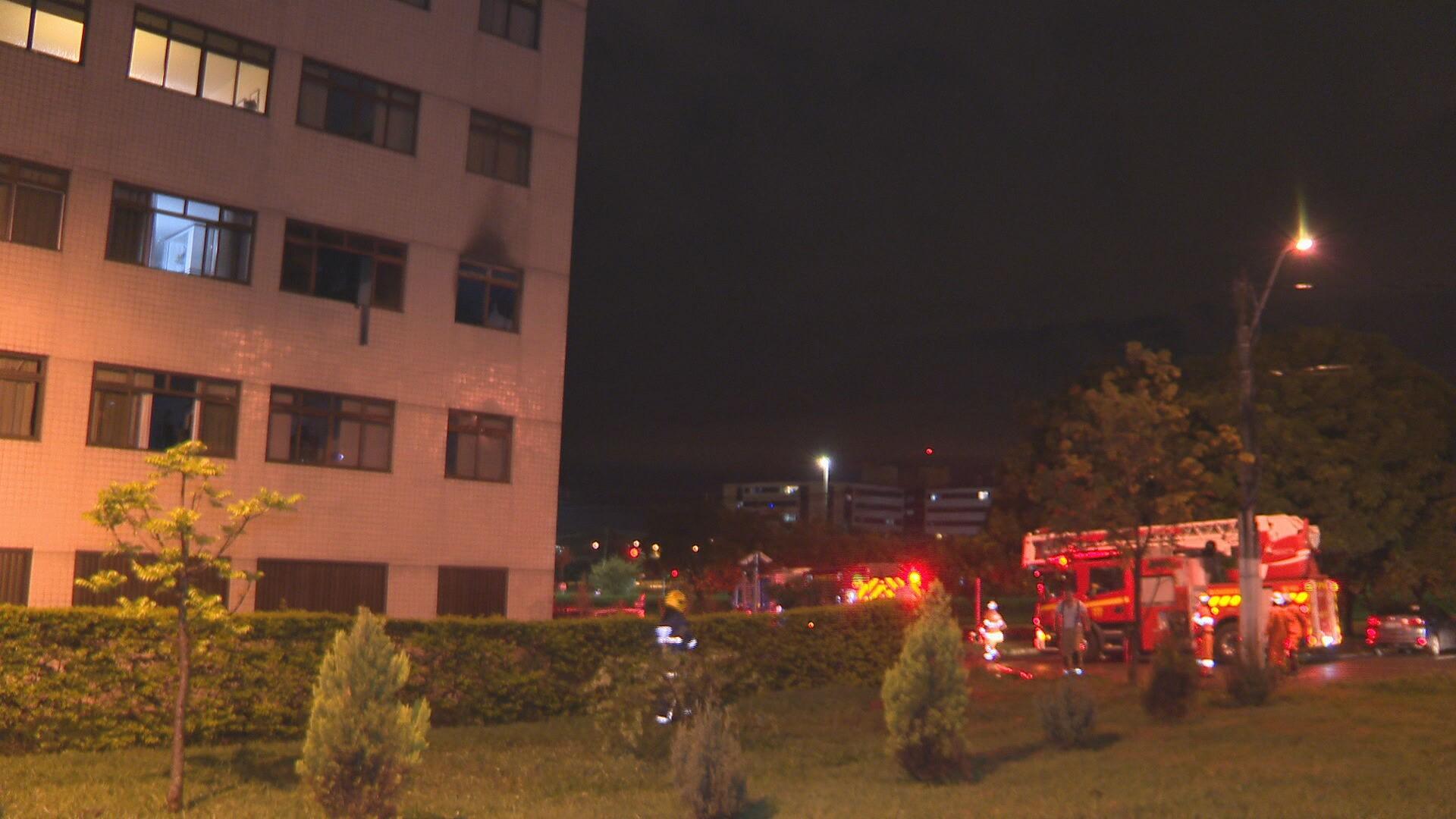 VÍDEO: incêndio atinge apartamento no Lago Norte e esvazia prédio no DF