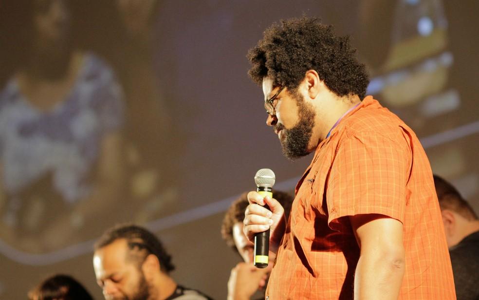 """O diretor André Novais de Oliveira, do filme """"Temporada"""", no 51º Festival de Brasília do Cinema Brasileiro — Foto: Humberto Araújo/Divulgação"""