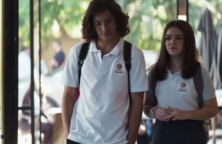 Merlin (Cadu Libonatt) e Cássia (Mel Maia) vão morar nos Estados Unidos e a menina estudará em Harvard Reprodução