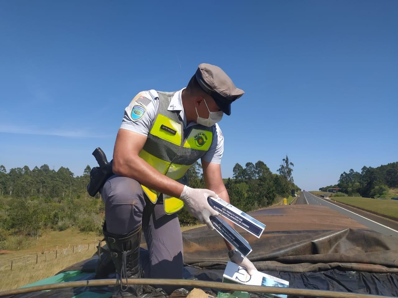 Polícia Rodoviária apreende 500 mil maços de cigarros em rodovia de Itatinga