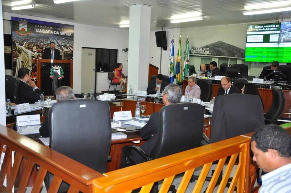Veradores apresentaram denúncia durante sessão (Foto: Câmara de Tangará da Serra/Divulgação)