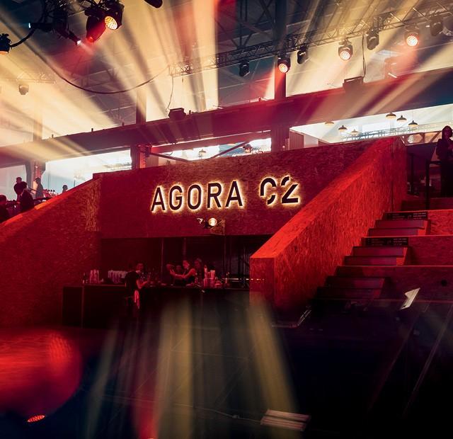 Festival C2  - Ágora:  o palco dos braindates (Foto:  Baril Tessier)