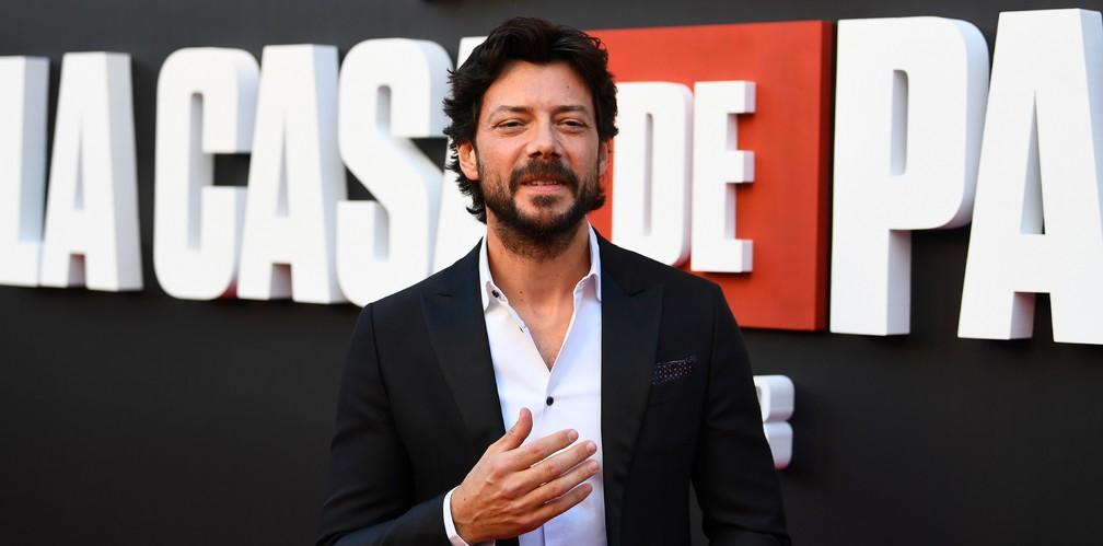 O ator Alvaro Morte, o 'professor' de 'La casa de papel', durante lançamento da terceira temporada da série — Foto: GABRIEL BOUYS / AFP