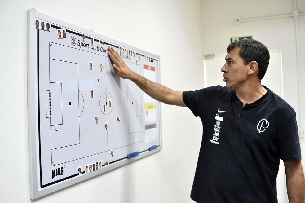 Fábio Carille, técnico do Corinthians em sua sala no CT Joaquim Grava — Foto: Marcos Ribolli
