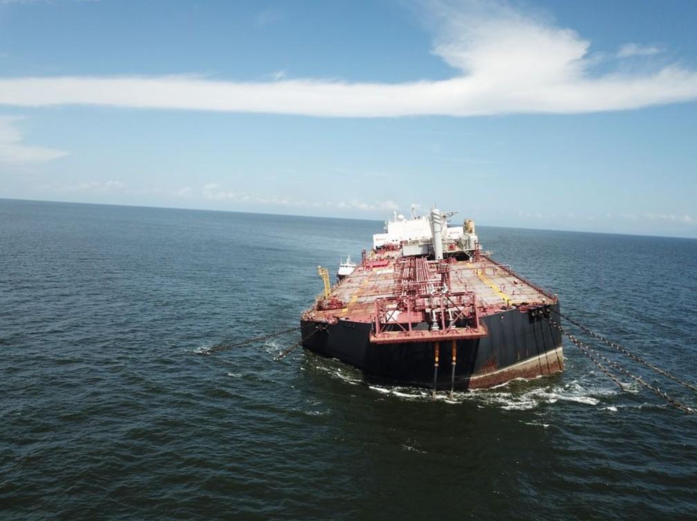 Navio Nabarima, que corre o risco de afundar com 1,3 milhão de barris de óleo cru no Golfo de Paria — Foto: Divulgação/Fishermen and Friends of the Sea - FFOS