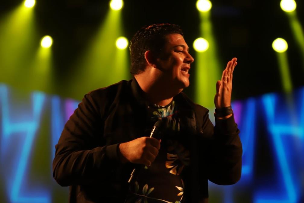 Luizinho, cantor do Trio da Huanna, no show do Festival de Inverno — Foto: Laércio Lacerda
