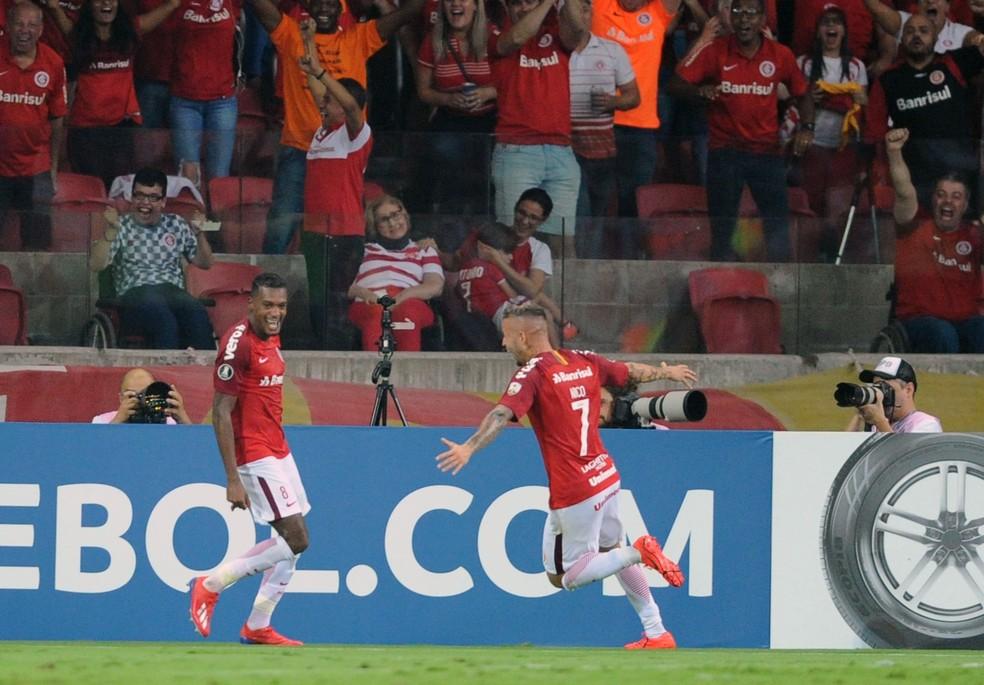 Nico e Edenílson marcaram os gols do Inter — Foto: Wesley Santos/Agência PressDigital