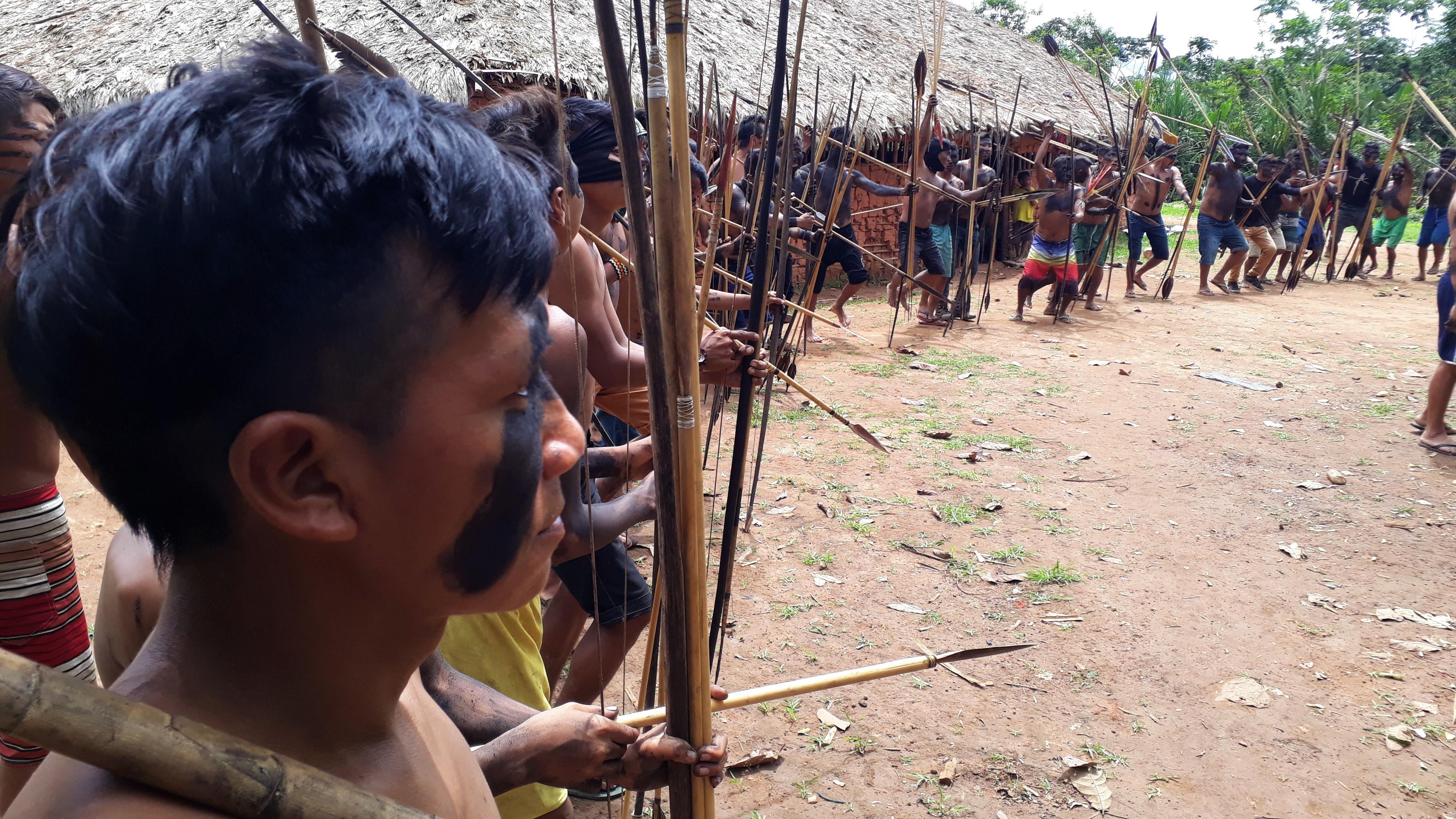Indígenas deixam comunidades após ataques de garimpeiros na Terra Yanomami, diz Conselho