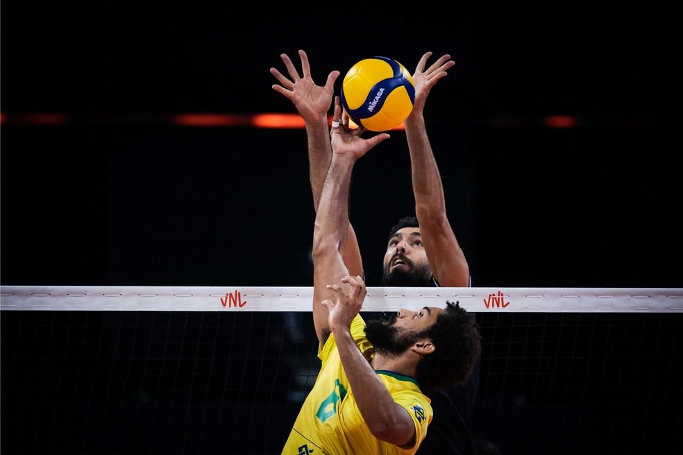 Fernando Cachopa em lance contra o Irã na Liga das Nações — Foto: Divulgação/FIVB