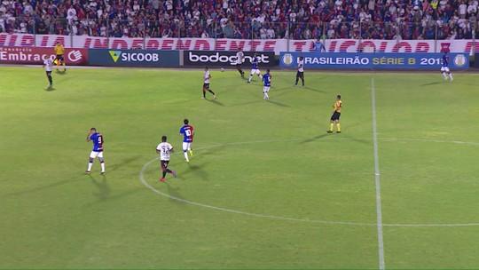Bruno Rodrigues perde gol incrível; veja os melhores momentos de Paraná x Vitória