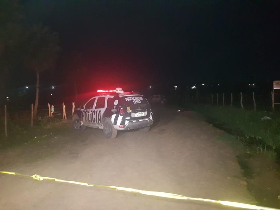 Jovem de 21 anos foi morto quando trafegava de moto com a companheira grávida na Grande Fortaleza. — Foto: Rafaela Duarte/ SVM