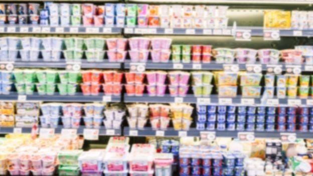 Prateleira com iogurtes (Foto: Getty Images)