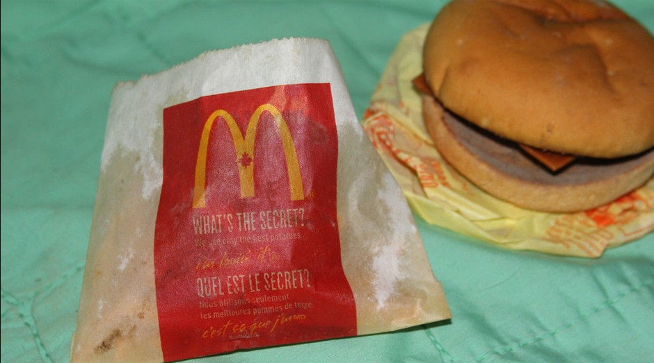 Acima, o combo (com o lanche e as fritas) que está a venda (Foto: Divulgação )