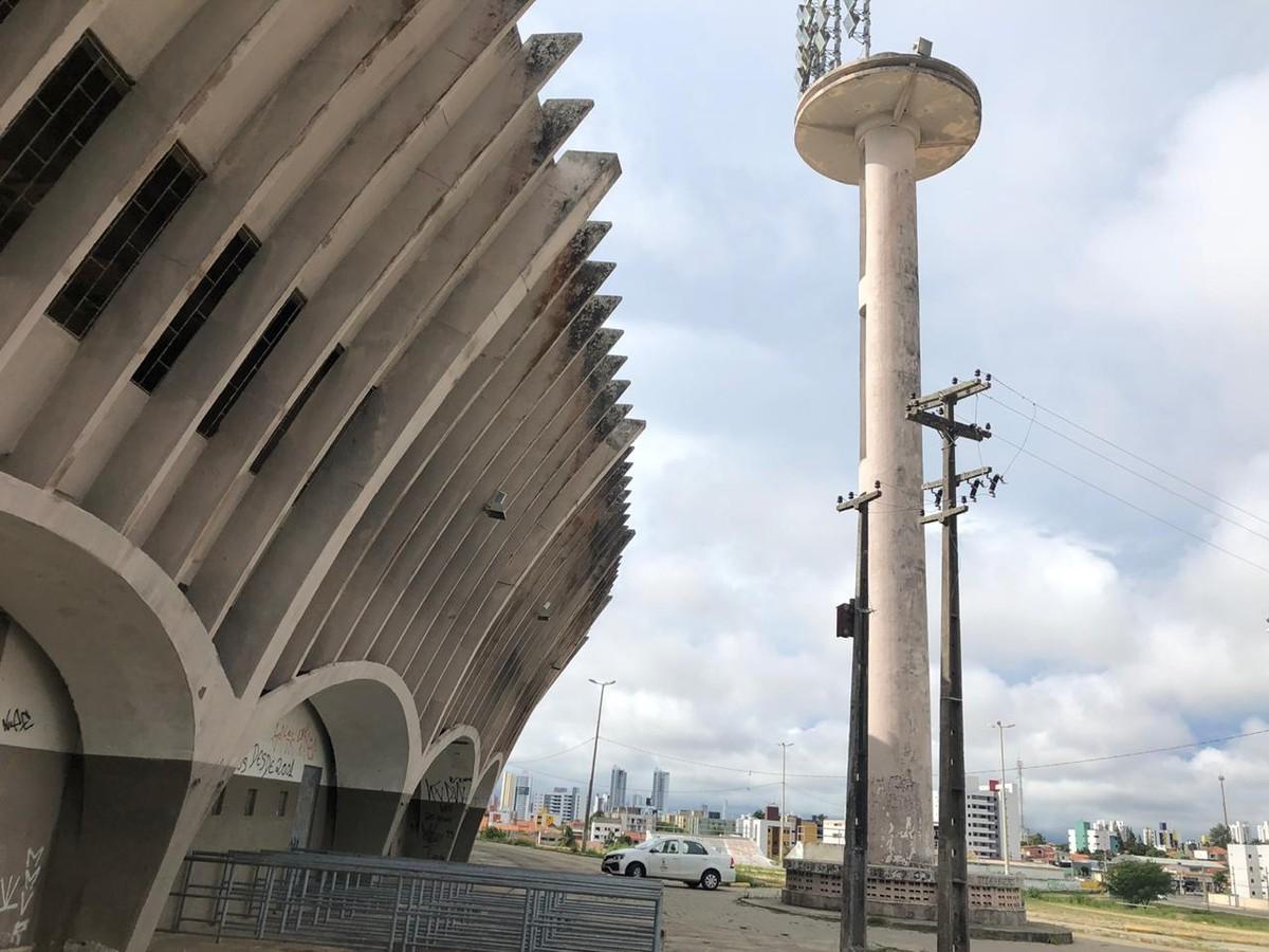 Fios de torre de iluminação do estádio 'O Amigão', em Campina Grande, são furtados