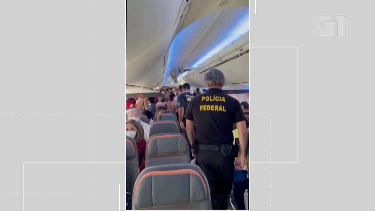 Aviâo volta para Salvador logo após decolar porque passageiro se recusava a usar máscara