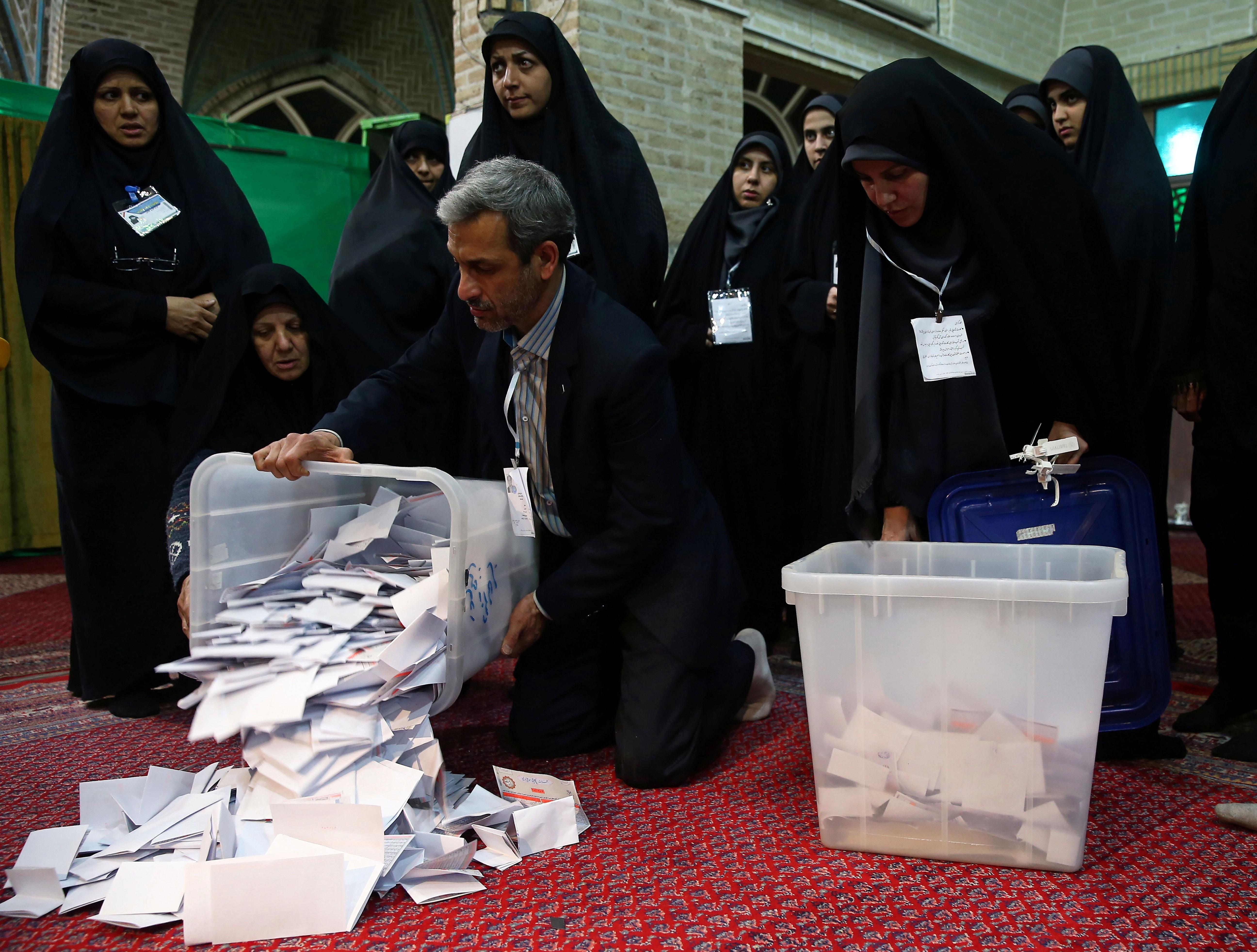Ultraconservadores lideram eleição parlamentar no Irã