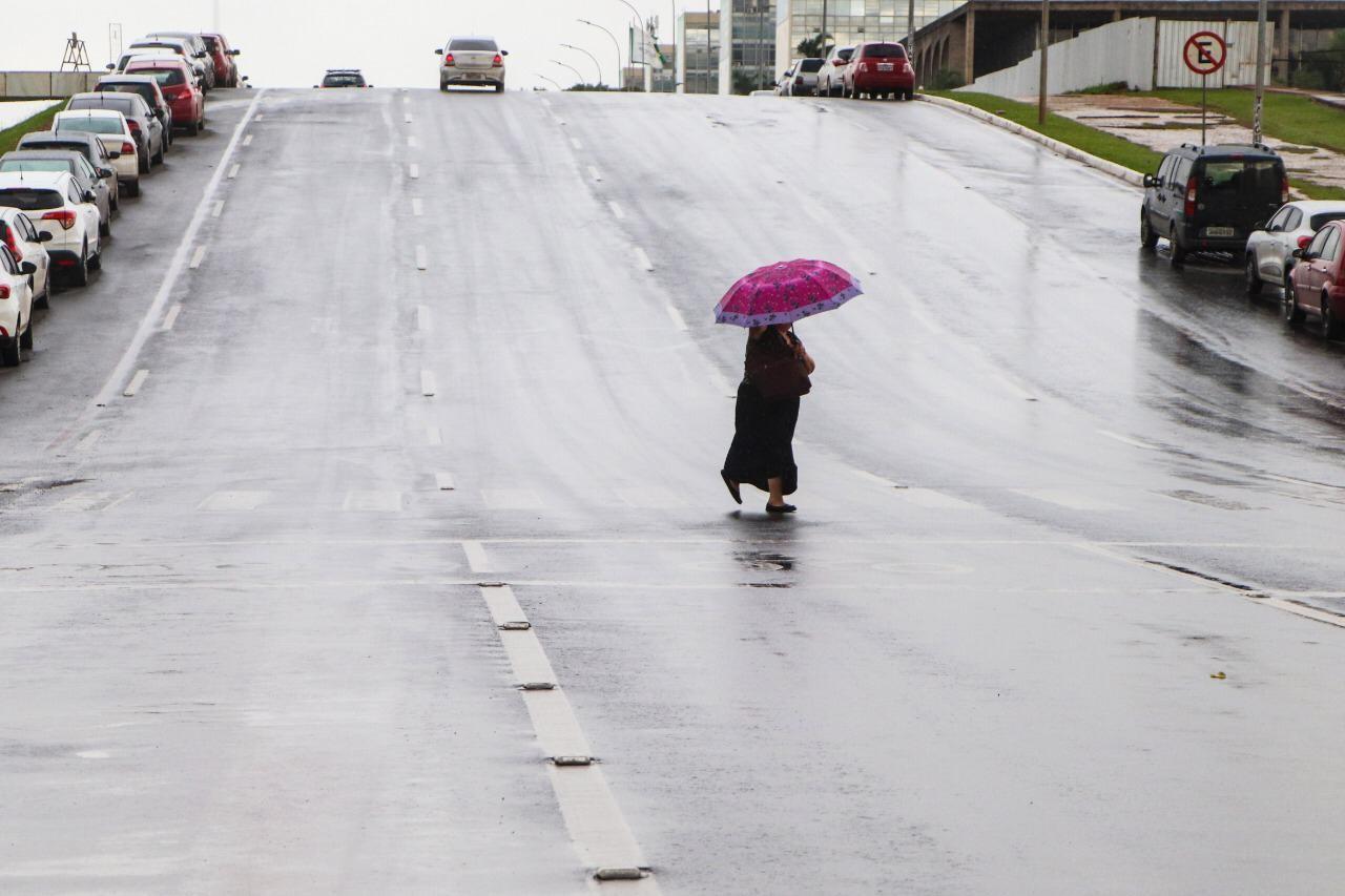 Feriado de Páscoa tem frio e chuva no DF, diz Inmet