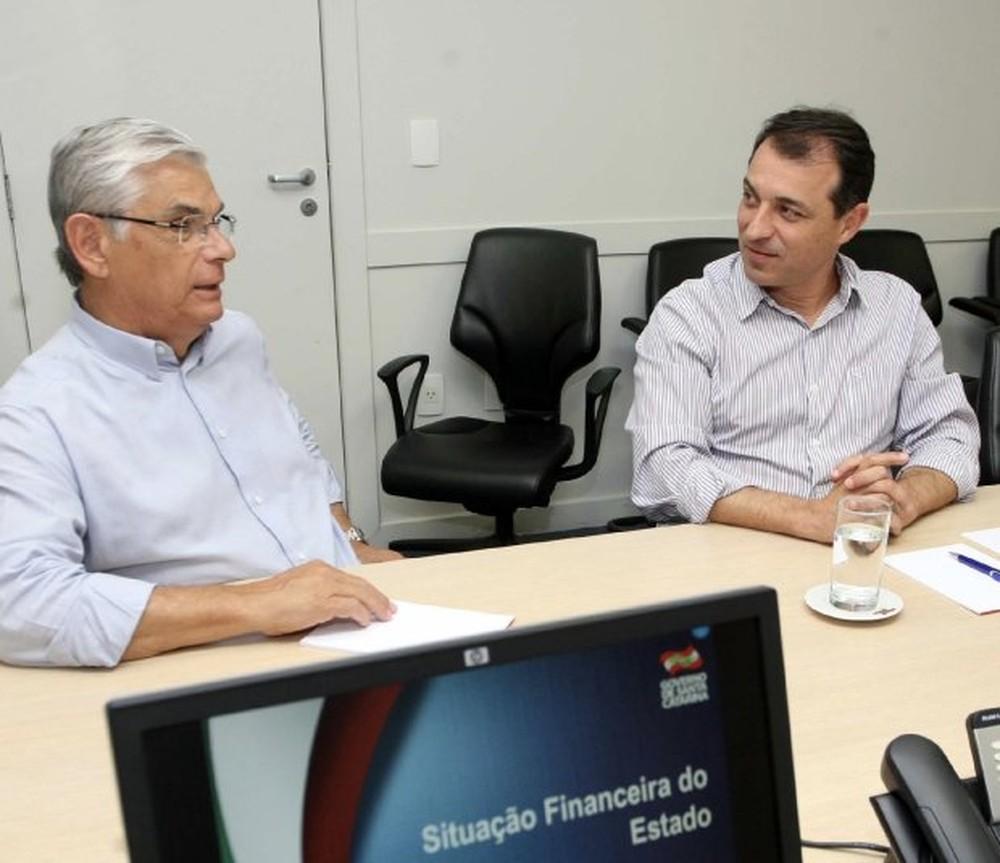 Governador Pinho Moreira apresenta situação financeira de SC a governador eleito