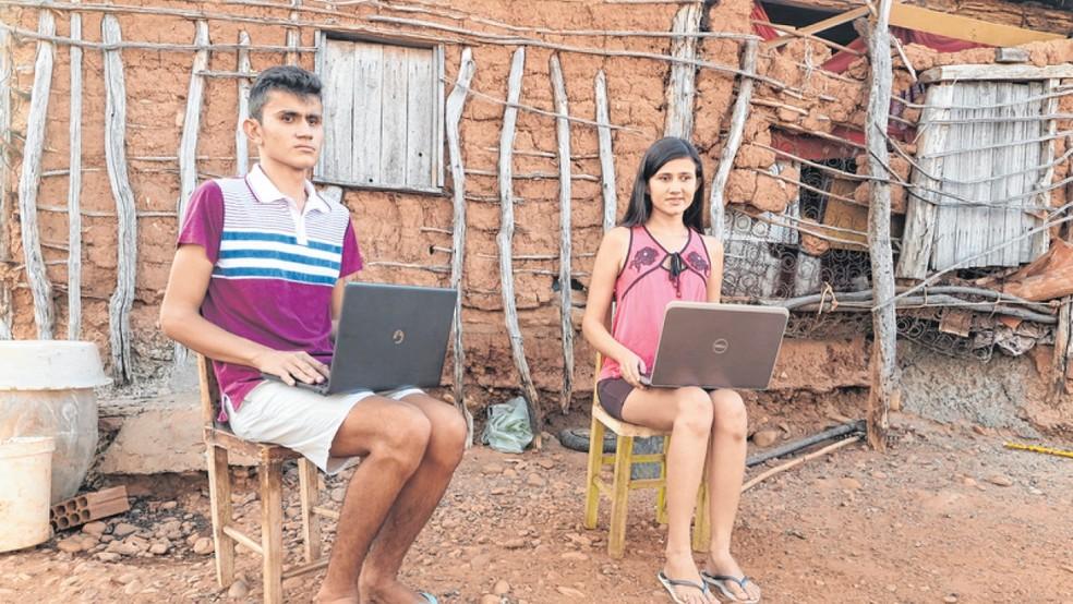Irmãos cearenses Marcos e Edilândia Lavor, com deficiência visual congênita, enfrentam dificuldades para se formar em Letras, no interior do Ceará. — Foto: Honório Barbosa