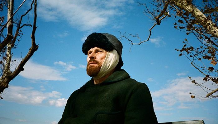 Willem Dafoe interpreta o pintor holandês Van Gogh (Foto: Divulgação)