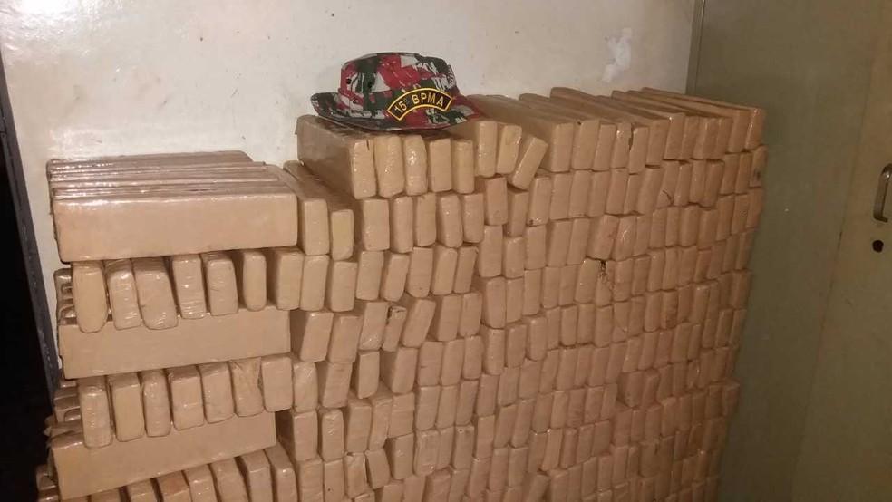 Droga apreendida pela PMA, em Bela vista, MS (Foto: PMA/Divulgação)