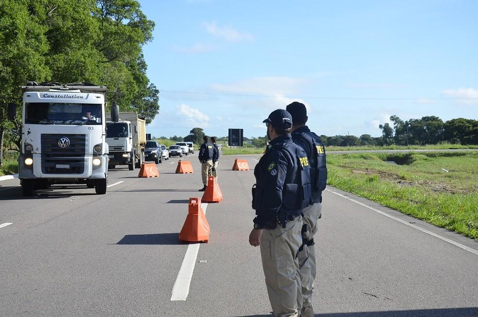 Fiscalização da PRF nas rodovias (Foto: Polícia Rodoviária Federal/Divulgação)