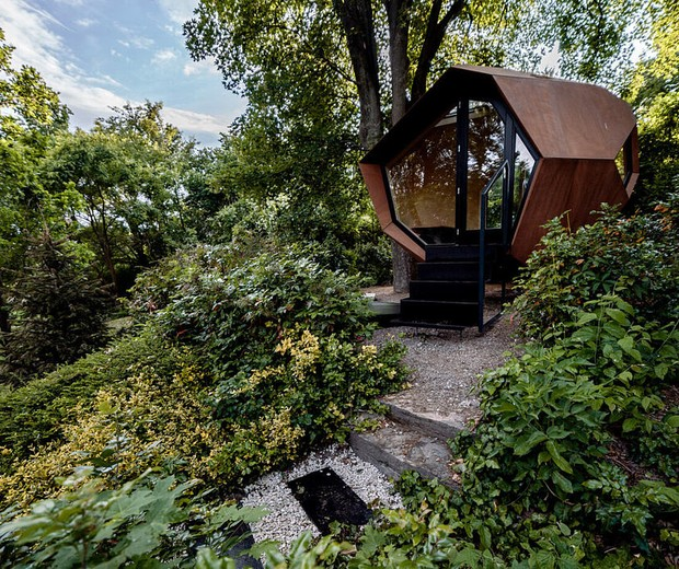 Home office no quintal: 15 projetos para inspirar (Foto: ZSUZSA DARAB)