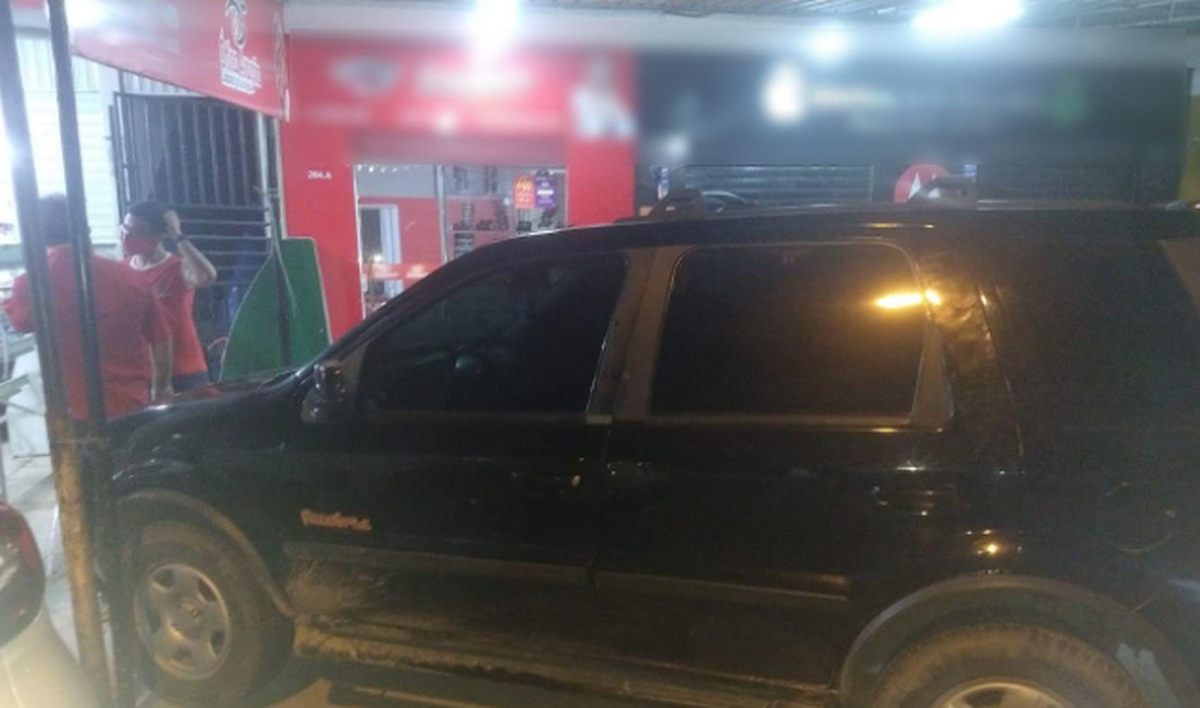 Motorista embriagado perde o controle do veículo e invade espaço comercial em Aracaju