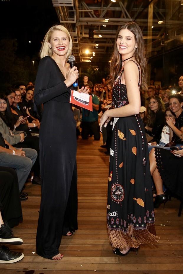 Camila Queiroz e Celina Locks (Foto: Manuela Scarpa / Brazil News)