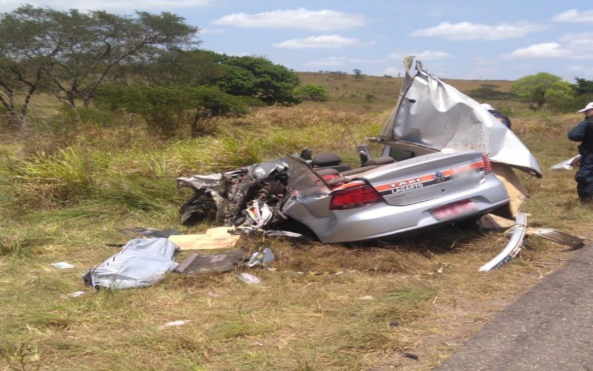 Batida entre carro e micro-ônibus deixa morto e feridos em Lagarto - G1