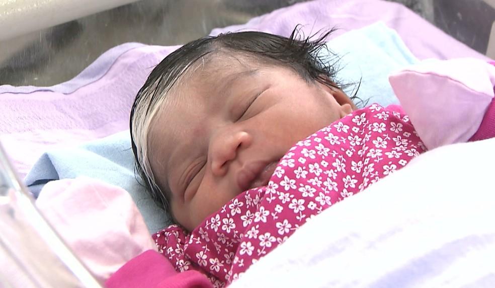 Primeiro bebê nasceu às 5h50 desta terça-feira (1º), em João Pessoa — Foto: TV Cabo Branco/Reprodução