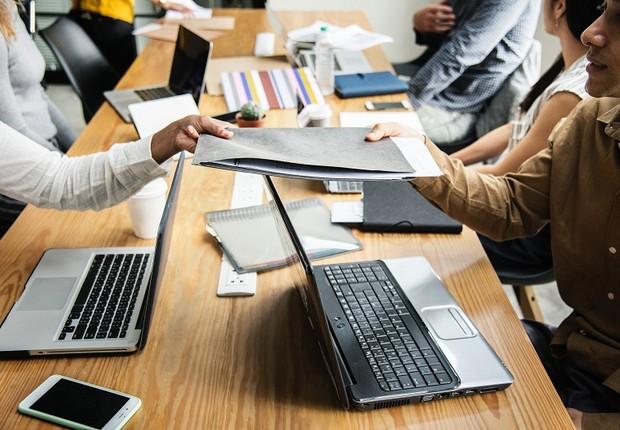escritório - trabalho - colegas de trabalho - colaboração - open office (Foto: Pexels)