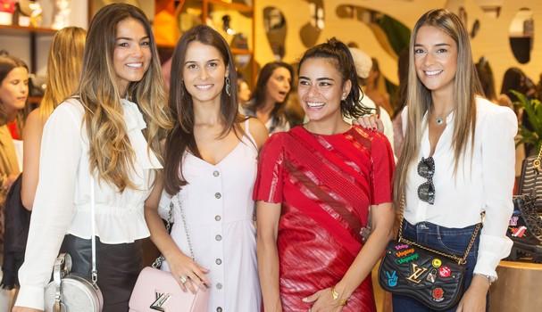 Alline Cury posa com Laura Bier Moreira, Julia Tellechea e Maria Fernanda (Foto: Eduardo Guedes)