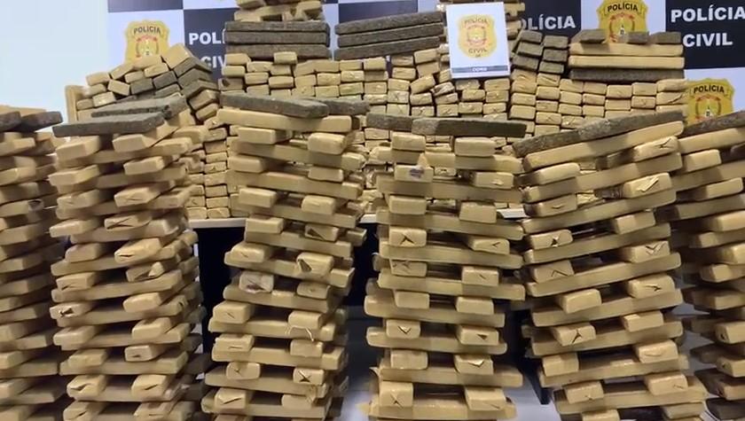 Operação da Polícia Civil do DF apreende 900 kg de maconha com motorista na BR-060